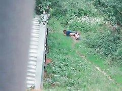 На проселочной дорожке в русской деревне