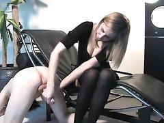 Госпожа жестко доит своего раба