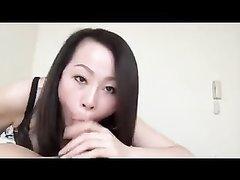 Азиатская домохозяйка в корейском порно отдалась одинокому напарнику