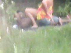 Публичный секс с негром в общественном парке