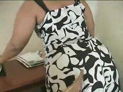 Жирная негритянка с огромной попой в любительском видео обслужила чёрный член