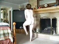 Зрелая рыжая дамочка добилась домашнего секса с мужем вредной соседки
