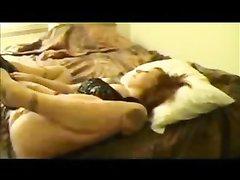 Ловелас в домашнем видео лижет анус зрелой рыжеволосой дамы перед анальным входом