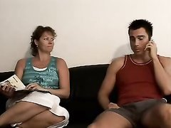 Зрелая немка для любительского секса с куни и минетом вызвала молодого парня