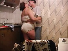 Русская зрелая толстуха для любительского секса завела молодого любовника