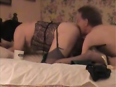 Зрелая толстуха в чулках просит хахаля сделать римминг до домашнего анального секса