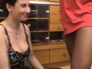Белая пара сняла негра с чёрным членом для любительского анального секса втроём