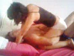 В постели молодожёны тратят силы на домашний секс в лучших интимных позах