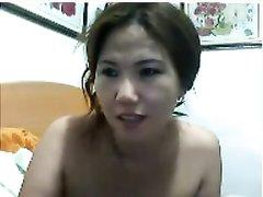 Китайская красотка онлайн обнажилась на вебкамеру и показала упругую фигуру