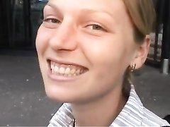 Студентка с косами в любительском видео сосёт член и принимает его в киску
