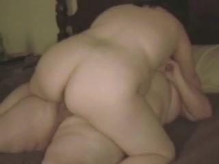 Зрелая толстая пара может позволить себе любительский секс в позе наездницы