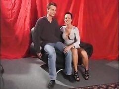 Зрелая латинская модель с нежным немцем в домашнем видео с куни и минетом