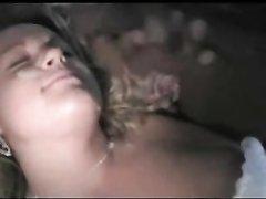 Белая красотка в любительском видео позволила страстному негру кончить на лицо