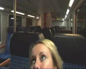 Любительская анальная мастурбация блондинки секс игрушкой в вагоне метро