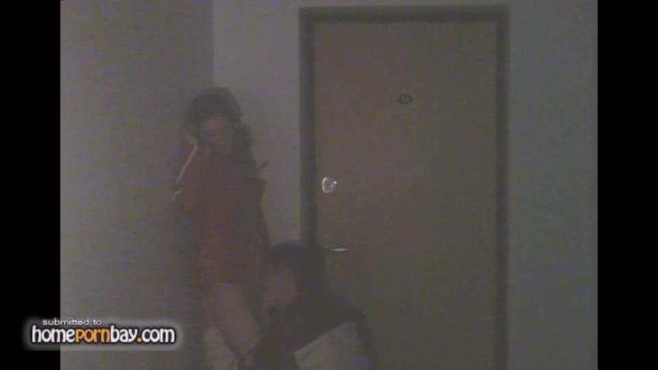 Скрытая камера снимает на видео любительский минет от русской развратницы