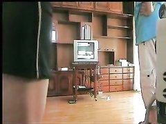 Скрытая камера снимает любительское видео со взаимным мастурбацией пары