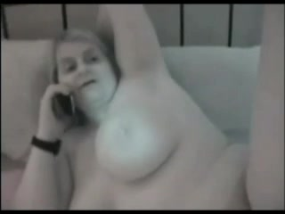 Толстая зрелая блондинка в немецком домашнем видео трахается в бритую щель