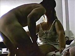 Домашний секс со зрелой толстухой перед скрытой камерой начинается с куни