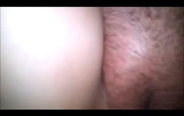 Крупным планом в домашнем видео член входит в зрелую киску и кончает внутрь