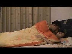 Китайская пара в любительском азиатском видео в постели перед скрытой камерой