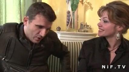 Зрелая француженка в чулках подарила молодому шефу любительский секс с минетом