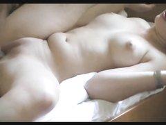 Немецкое домашнее видео с фигуристой проституткой в гостиничном номере