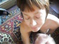 Домашнее русское видео от первого лица с поцелуями после окончания в рот