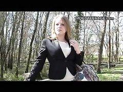 Блондинка в чулках в домашнем видео от первого лица сосёт член после мастурбации