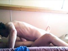 Домашнее видео с похотливой парочкой трахающейся перед скрытой камерой