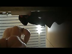 Скрытая камера с домашним подглядыванием за переодеванием молодой девушки