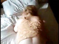Грудастую зрелую блондинку после домашнего минета трахает негр от первого лица