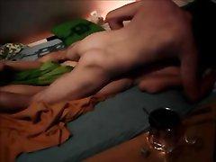 Фигуристая развратница обожает домашний хардкор с выносливым поклонником
