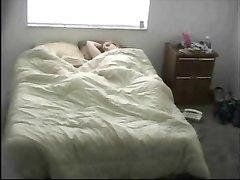 Подглядывание за домашней мастурбацией француженки перед скрытой камерой