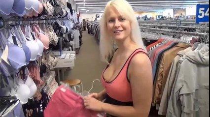 От первого лица блондинка строчит любительский минет и трахается в киску