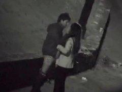 Уличная скрытая камера вечером снимает домашний минет похотливой пары