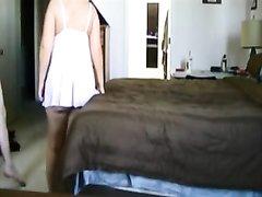 Зрелая блондинка после куни и домашнего минета трахается перед скрытой камерой
