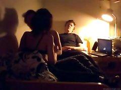 Скрытая камера записывает домашнюю групповуху похотливых свингеров