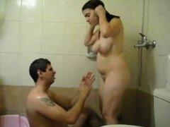 Латинская брюнетка с большими сиськами перед скрытой камерой шалит с любовником