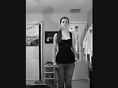 Возбуждающий домашний стриптиз от молодой рыжеволосой соблазнительницы