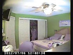Зрелая дама перед любительской скрытой камерой разделась до нижнего белья
