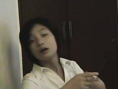 Возбуждающий домашний стриптиз молодой и красивой азиатки с упругими сиськами