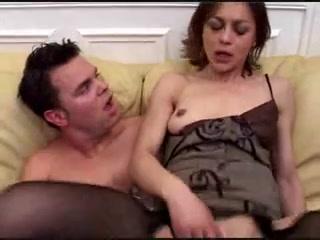 Молодой француз зашёл к зрелой соседке для анального секса, она надела для него чулочки и отдалась в попу _part2