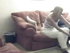 Скрытая камера снимает фигурную блондинку делающую минет и римминг любовнику