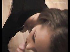 Молодая любовница для окончания на лицо отсасывает член крупным планом