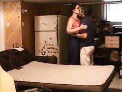 Муж установив скрытую камеру заснял измену своей жены