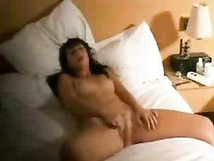 Мастурбация до оргазма перед сном, чтобы лучше спалось
