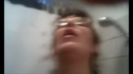 Реальная домашняя мастурбация чувственной зрелой женщины с большими сиськами