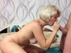 Русская зрелая блондинка после куни и минета трахается с молодым любовником