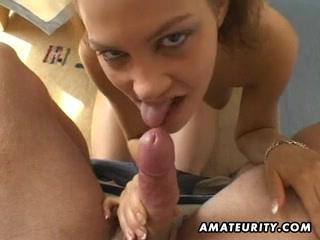 Домашняя анальная мастурбация и минет с окончанием на лицо шлюхи с круглой попой