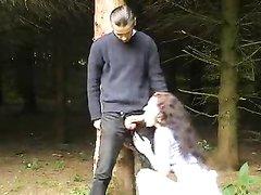 Любительский секс с минетом и окончанием на лицо незнакомки в общественном парке